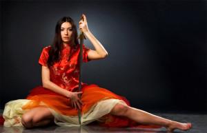 il-silnaya-zhenshhina-vlastnaya-zhenshhina-video
